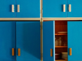 TS-87550312_bright-blue-outdated-kitchen-cabinets_s4x3_lg